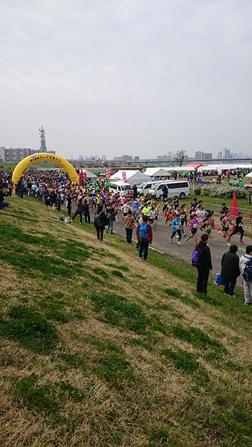 AM10時、まず10kmコースがスタート