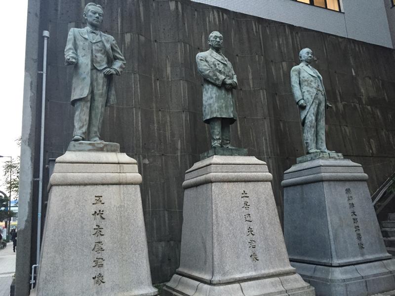 大阪商工会議所前の五代友厚