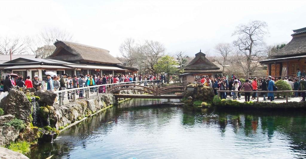 富士信仰の古跡霊場や富士道者の禊ぎの場の歴史や伝説、 富士山域を背景とした風致の優れた水景を持つことから、世界遺産富士山の構成資産の一部として認定されている「忍野八海」