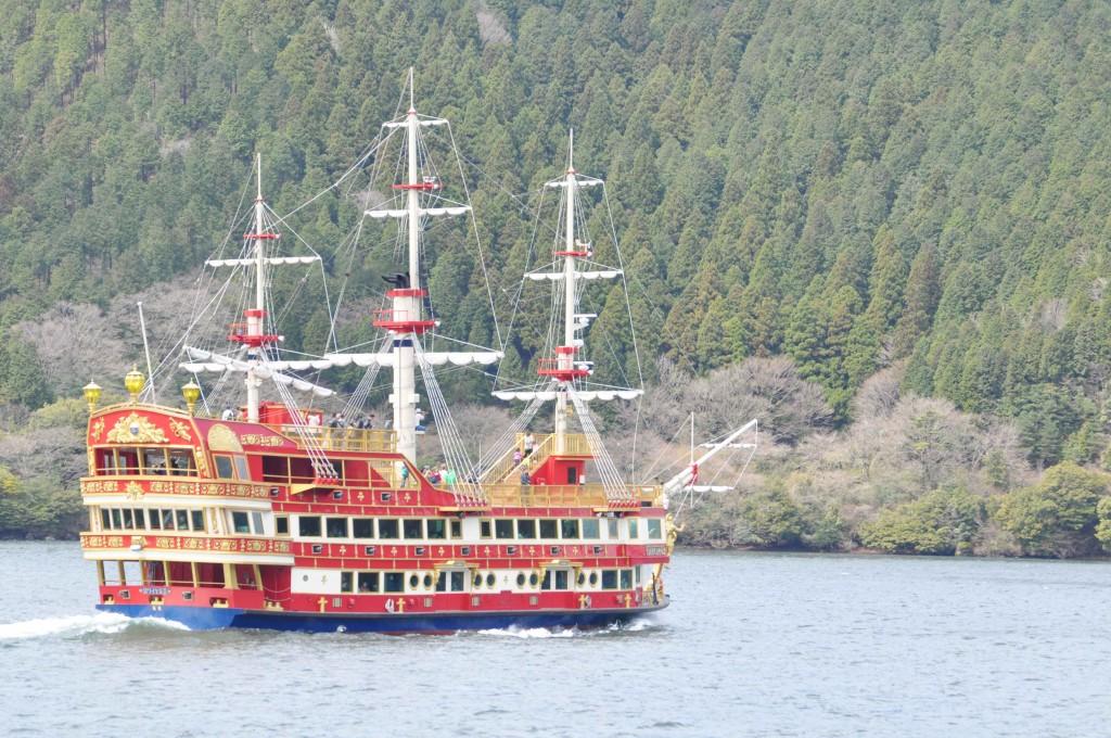 豪華な装飾が施された海賊船。冒険心をくすぐる船は、子供連れにぴったり