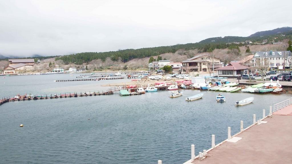 南北7Km、周囲20Kmの芦ノ湖。クルージングやスワンボード、釣りなど様々なレイクレジャーが楽しめる