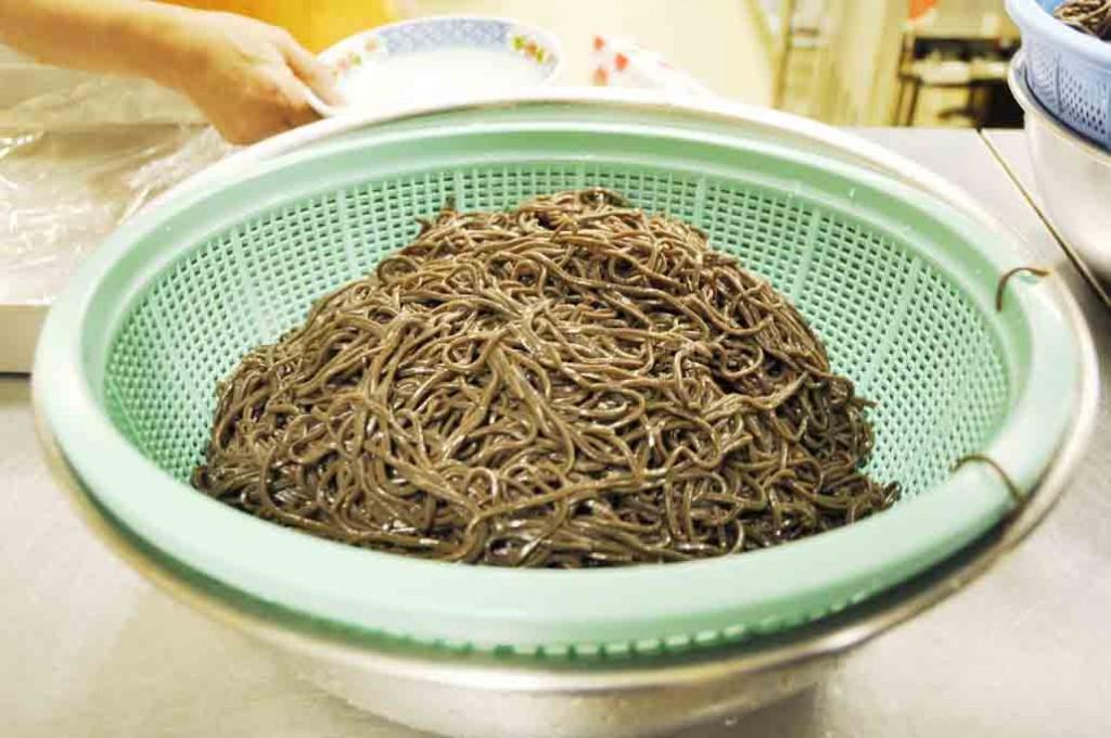 音威子府のそば。黒い麺が特徴
