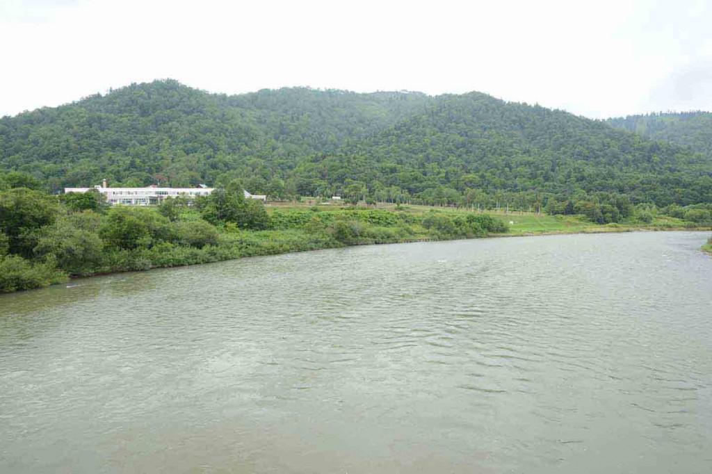 日本最北の大河と言われる天塩川を渡ったところにある、天塩川温泉